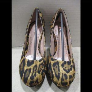 New in Box Olsenboye leopard print heels